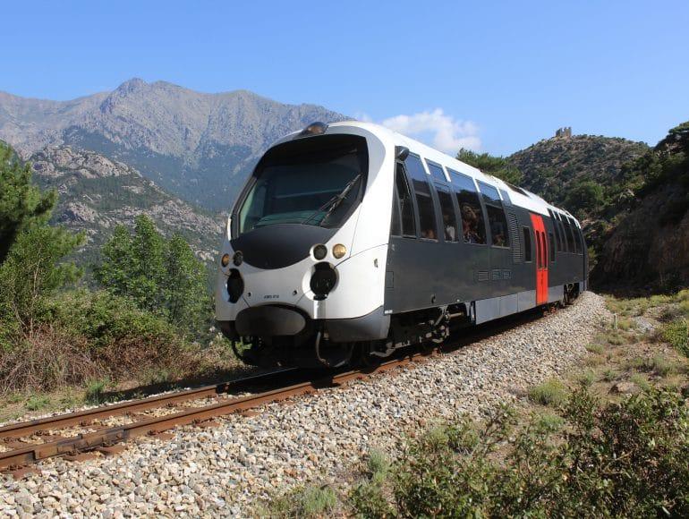 Autocars et train